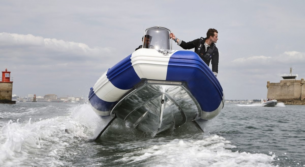 Front view of a SEAir Flying Rib hydrofoils deployed