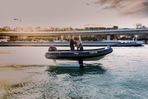 Flying RIB SEAir en mode vol sur la Seine